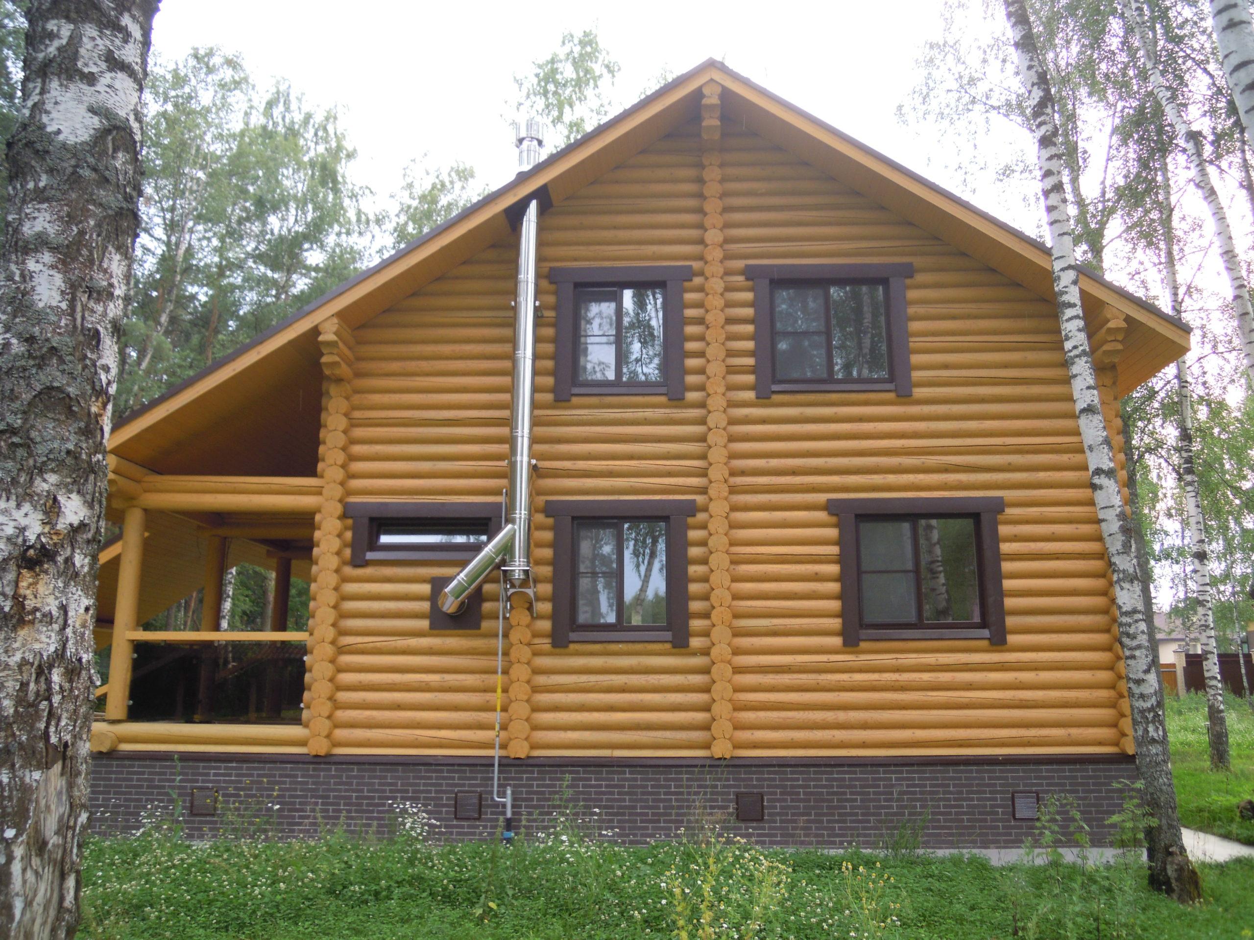 Уход и обновление деревянного фасада дома